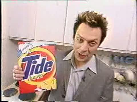Тайд или кипячение: пример реализации стратагемы «Бить по траве, чтобы вспугнуть змею» в маркетинге. С первых же кадров реклама провоцирует внимание тех, кто занимается стиркой белья.